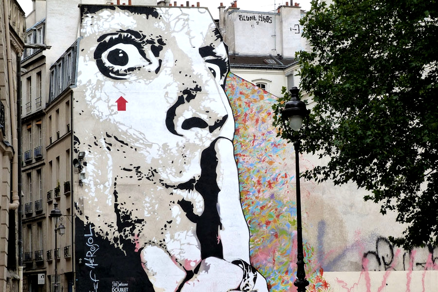 على حائط المدينة