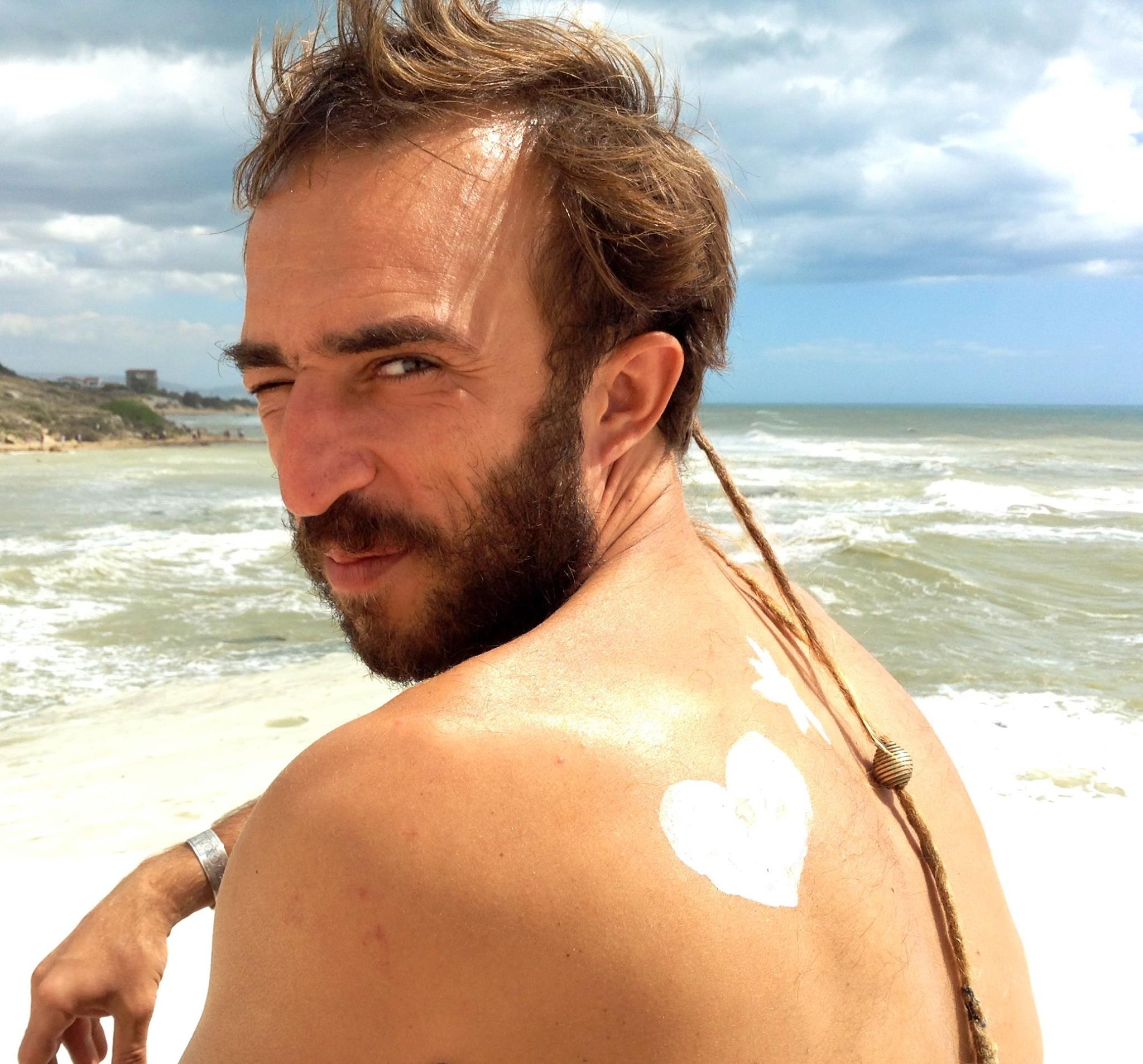 الله معك خيّا... في وداع السينمائي الفرنسي أكسيل سالڤاتوري-سِينز