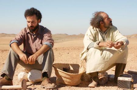 «معجزة القديس المجهول»... الصحراء العربية تلهم الكوميديا المعاصرة