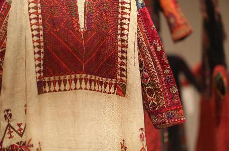 المتحف الفلسطيني يتجهّز لاستعادة 80 ثوبًا تاريخيًا من الشتات