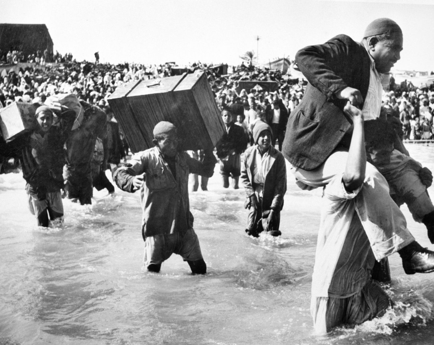 Palestine refugees initially displaced to Gaza board boats to Lebanon or Egypt, in 1949. Hrant Nakashian/1949 UN Archives