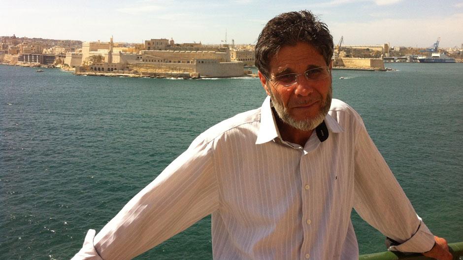 مارك كاميليري: وليد نبهان، أغنية المهاجر