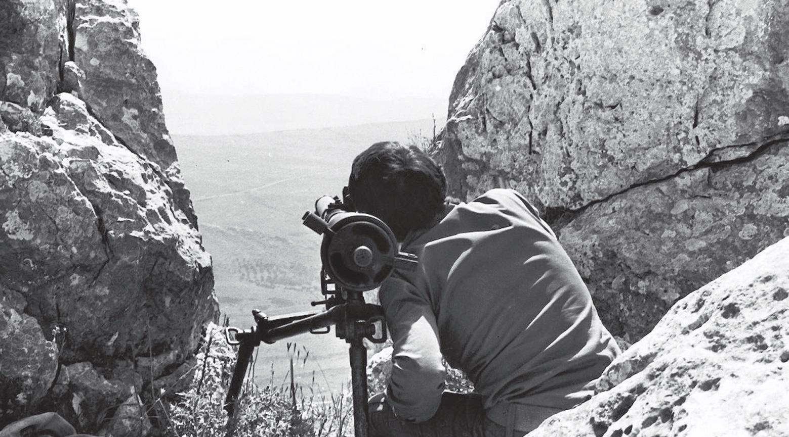 «تبغ وزيتون»: حكاية الكتيبة الطلابية