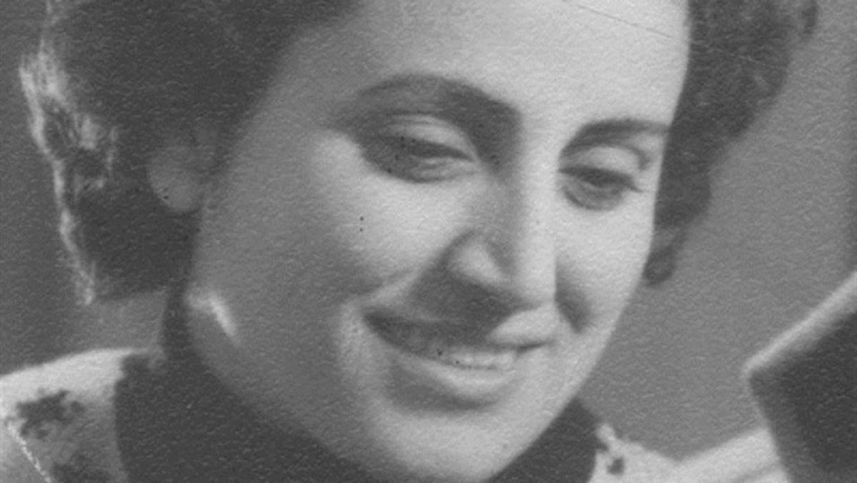 هل قرأ الشاعر محمود درويش القاصة سميرة عزام؟