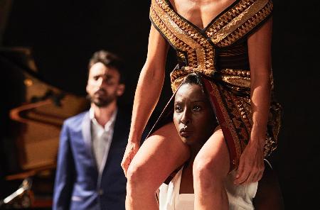 أفينيون: «بكيت دمعاً دون عين» العرض العربي في المهرجان المسرحي