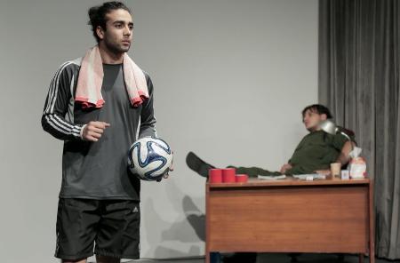 «القدم»… مسرحية بأقدام فلسطينية