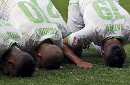 في بعض أحكام سجدة كأس العالم