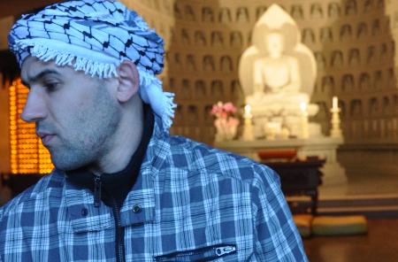 طارق حمدان:لا أكتب كضحية بل كند لهذا العالم