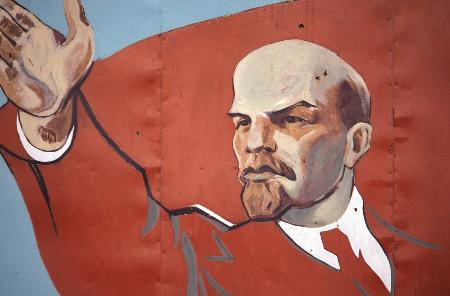 طارق علي: كيف ساهم حب لينين للأدب في تشكيل الثورة الروسية؟ (ترجمة)